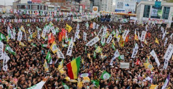 Namzetên HDP'ê serdan û mîtîngên xwe dewam dikin