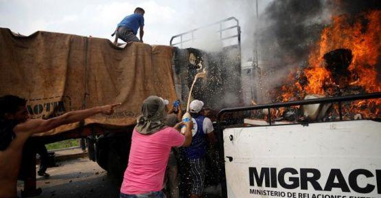 NYT: Yardım konvoyunu Maduro değil, muhalifler yaktı