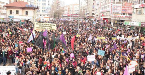 On binlerce kadın 8 Mart için bugün de sokaktaydı