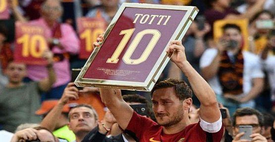 Roma'nın 'Ebedi kaptanı' Totti, futbola veda etti