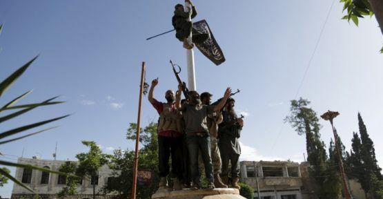 Rusya: İdlib'de Suriye ordusuna saldırıda 40 asker öldü