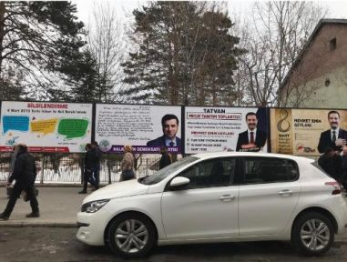 Selahattin Demirtaş'ın mesajı Tatvan'daki billboardlara asıldı