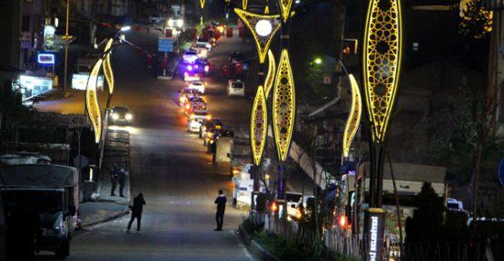 Şemdinli'de 23 Nisan coşkusunu sokakta yaşadılar