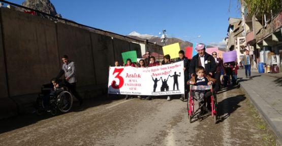 Şemdinli'de 3 Aralık Farkındalık Yürüyüşü