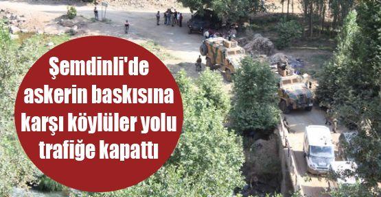 Şemdinli'de askerin baskısına karşı köylüler yolu trafiğe kapattı
