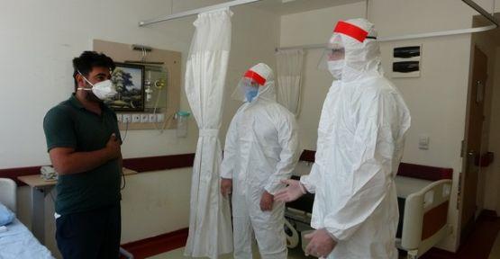 Şemdinli'de Covid hastası çoban, 2 bin 500 rakımdan ambulans helikopterle alındı