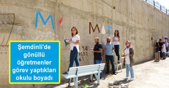 Şemdinli'de gönüllü öğretmenler görev yaptıkları okulu boyadı