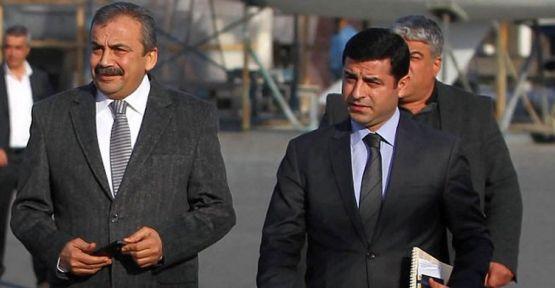 Sırrı Süreyya Önder: Leyla Güven'i yaşatmak zorundayız