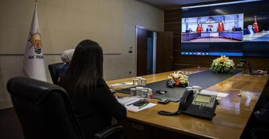Siyasi partiler online bayramlaştı
