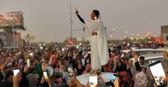 Sudan'daki protestoların kadın sembolü: Mermi öldürmez, susmak öldürür