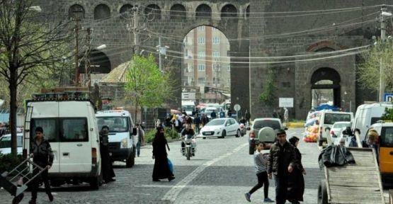 Sur'da 6 mahalledeki 45 sandık, başka yere taşındı