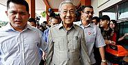 'Dünyanın en yaşlı başbakanı' istifa...