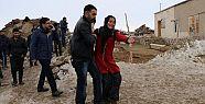Eşi ve 3 çocuğunu depremde kaybetti