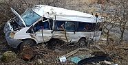 Hakkari'de minibüs şarampole yuvarlandı:...