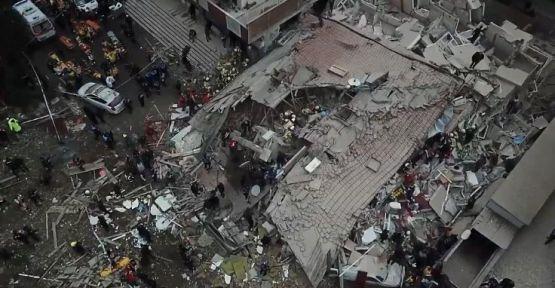 Valilik: Çöken binada 2 kişi hayatını kaybetti, 6 kişi yaralı kurtarıldı