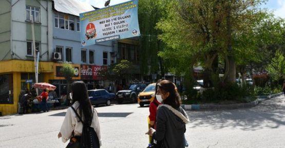 Valilik Dersim Belediyesi'nin 1 Mayıs pankartını indirtti