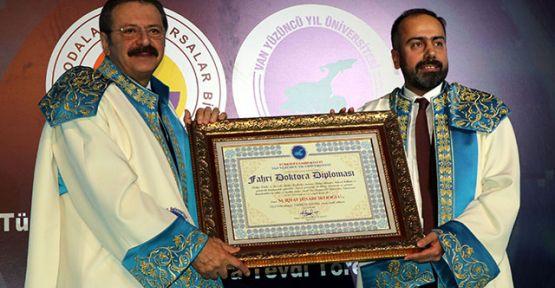 Van YYÜ'den Hisarcıkloğlu'na 'fahri doktora' unvanı
