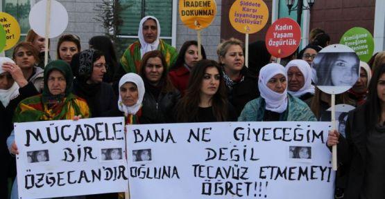 Van'da kadınlar 'Özgecan'ın katledilmesini kınadı