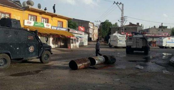 Van'da zırhlı araca bombalı saldırı: 2 polis hayatını kaybetti