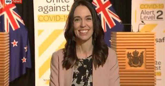 Yeni Zelanda Başbakanı Jacinda Ardern depreme canlı yayında yakalandı