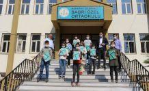 Şemdinlili İş Adamları Celal ve Sabri Özel'den uzaktan eğitime tablet desteği