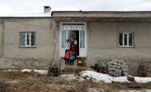 Yüksekova'da yılan korkusu yaşayan aileye yeni ev yapıldı