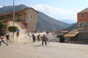 Şemdinli'de polis müdahalesi başladı