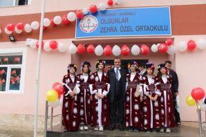 Sabri Özel'den Şemdinli'ye yeni bir okul daha
