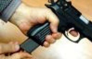17 yaşındaki kızını silahla vurdu
