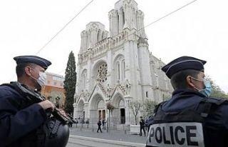 Fransa'da üç kişiyi öldüren bıçaklı saldırganın...