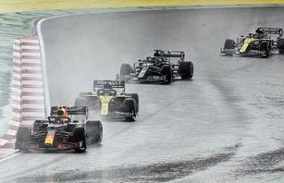 Formula 1'de İstanbul yarışını Hamilton...