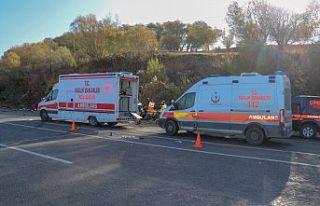Van'da göçmenleri taşıyan minibüs kaza yaptı:...