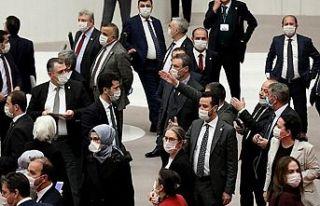 AK Parti'de bir günde üç vekil koronaya yakalandı