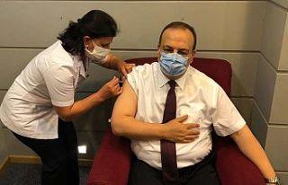 Bursa valisi Canbolat, Kovid-19 aşısının ikinci...