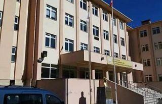Trabzon'da bir imam hatip lisesi ve 15 hane karantinaya...