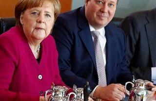 Merkel'in yardımcısından 'günde 100...