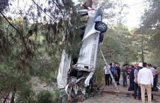 Türbe ziyaretinden dönen kafile kaza yaptı: 8 ölü,...
