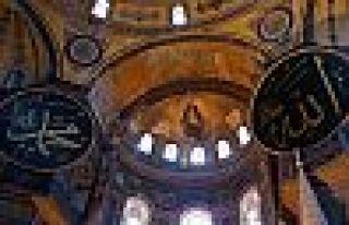 Ayasofya'da 86 yıl sonra ilk bayram namazı kılındı