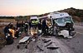 Çanakkale'de işçi minibüsü vince çarptı: 15...