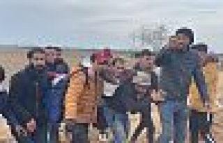 Edirne'de milletvekilleri inceleme yaparken mültecilere...