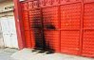 HDP Cizre İlçe Başkanlığı binasını yakmaya...