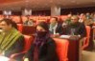 HDP'li vekillerden Meclis'te poşulu eylem!