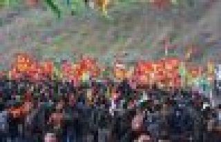 Li Qendîlê gel diherike qada Newrozê