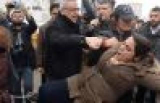 Özgecan Aslan eylemine katılan kadınlara tutuklama...