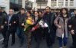 PYD eşbaşkanı Charlie Hebdo dergisini ziyaret etti