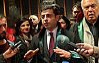 Selahattin Demirtaş'tan avukatlara: Yanınızdayım