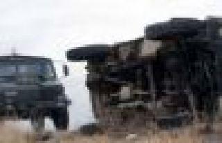 Şemdinli'de askeri araç devrildi! 1 Asker hayatını...