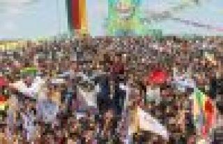 Suruç ve Kobani'de Newroz ateşleri yakıldı