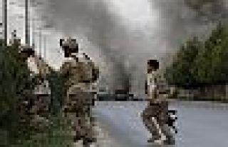 Taliban saldırısı 100'ün üzerinde asker hayatını...