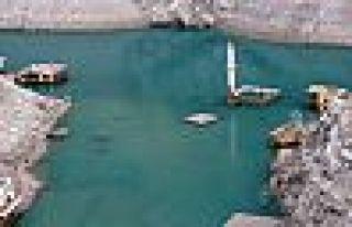 Türkiye'nin en yüksek barajında sular çekildi,...